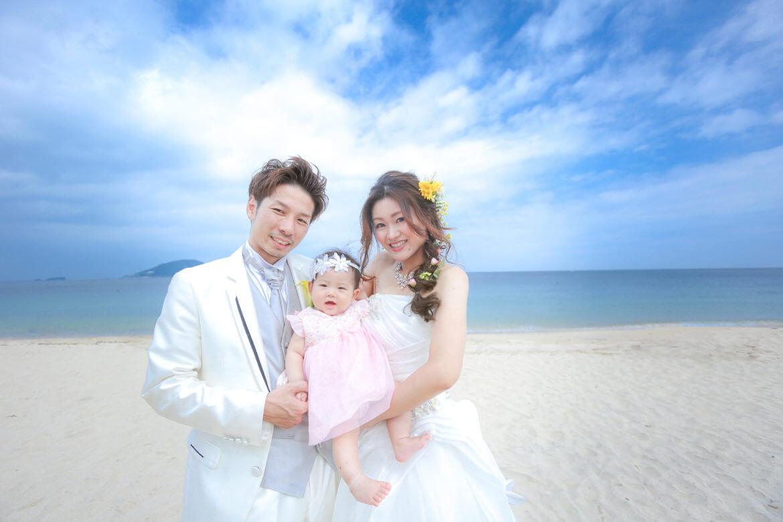 海での、赤ちゃんとのドレス前撮り
